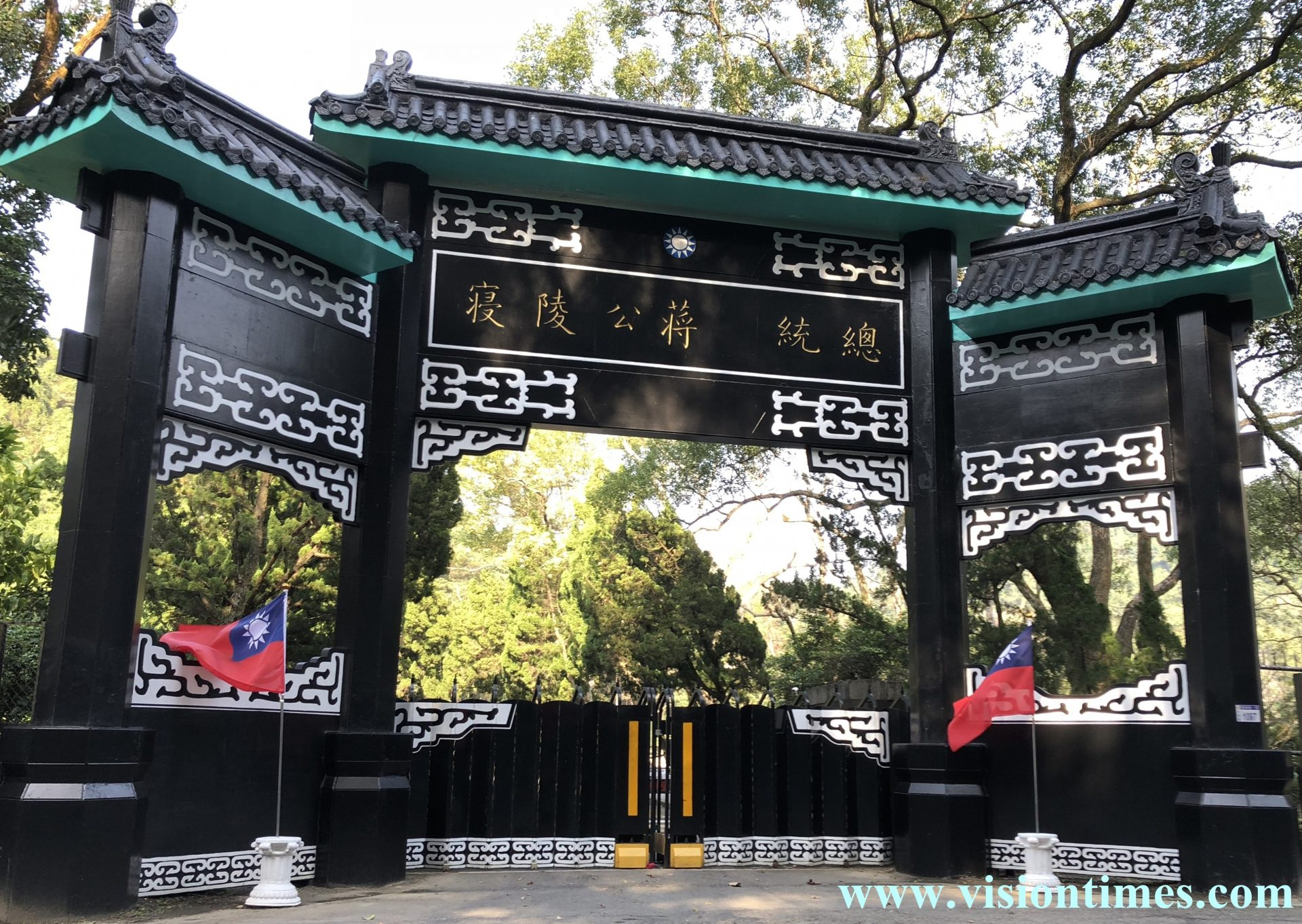 Cihu Guesthouse (慈湖賓館) was renamed Cihu Mausoleum (慈湖陵寑) after it became the temporary resting site of Chiang Kai-shek's remains in 1975. (Image: Billy Shyu / Vision Times)
