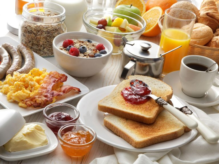 Eating breakfast can help improve concentration, learning, and memory. (Image via pixabay / CC0 1.0)