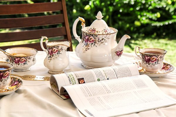 Tea sets typically include a cup, teapot, bowl, small cup, saucer, tray, and other tea utensils, narrowly defined. (Image: pixabay / CC0 1.0)