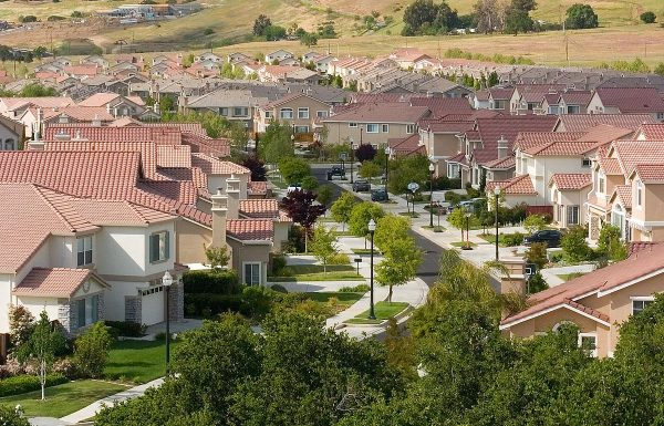 A tract housing development in San Jose, California. (Image: via wikimedia CC BY-SA 2.5)