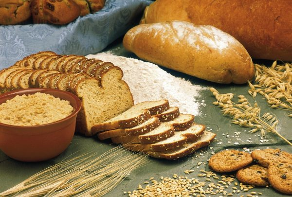 Whole grains and beans are the staple food in healthy old people's daily diet.