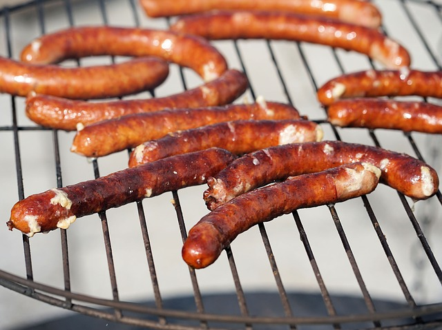 Processed meat refers to meat that has been treated to preserve flavor by undergoing salting, curing or smoking. (Image: Pixabay / CC0 1.0)