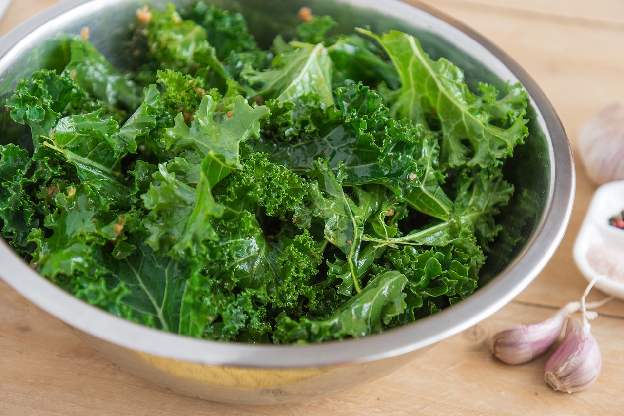 Green leafy vegetables are one of the most beneficial foods for longevity. (Image via pixabay / CC0 1.0)