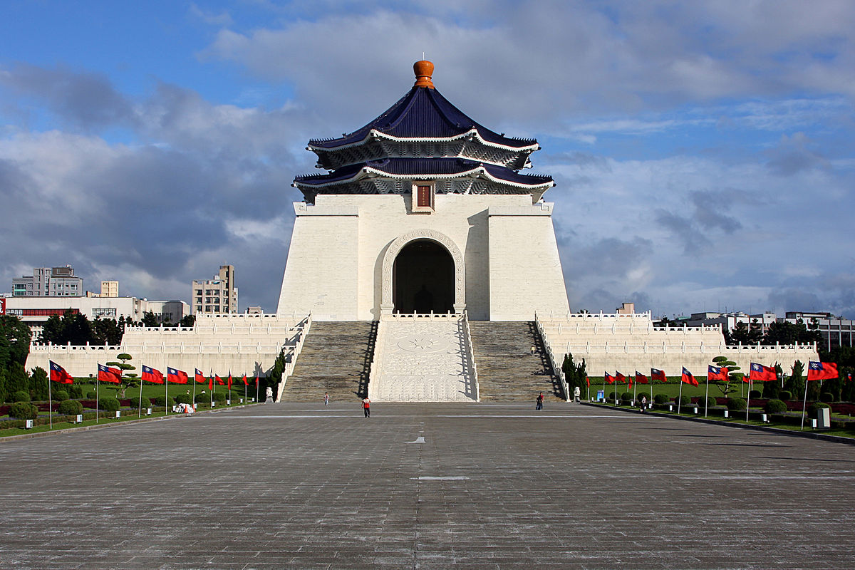 Unlike Hong Kong, Taiwan is a successfully developed nation that has established its own autonomy, democracy, and independence. The National Chiang Kai-shek Memorial Hall. (Image: AngMoKio via flickr CC BY-SA 3.0)