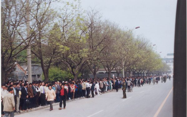 April 25th 1999 Peaceful Appeal in Beijing on Fuyou street. Photo from http://en.minghui.org/html/articles/2001/4/24/6771.html