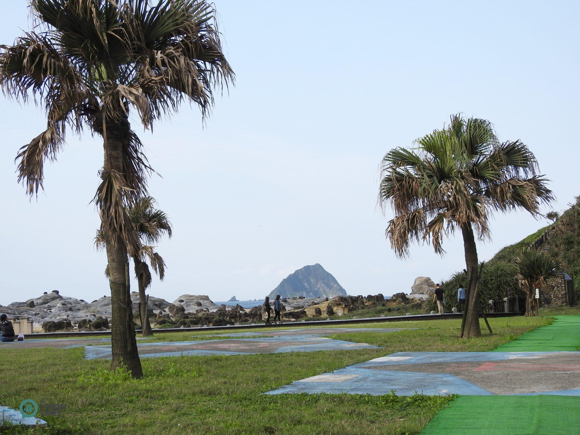 The Peace Island Coastal Park is also a good place to have picnics. (Image: Julia Fu / Vision Times)
