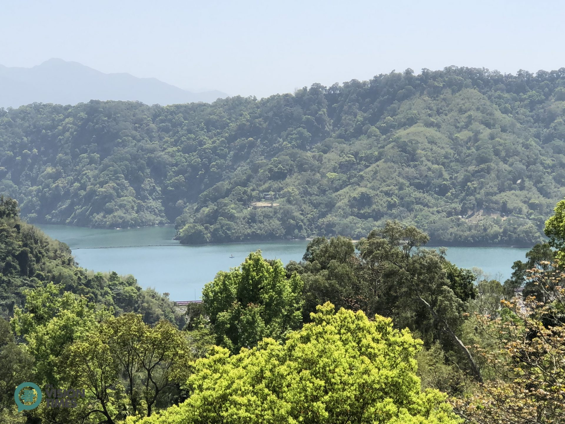 Visitors can enjoy the panoramic view of the Liyutan Reservoir from the restaurant. (Image: Billy Shyu / Vision Times)