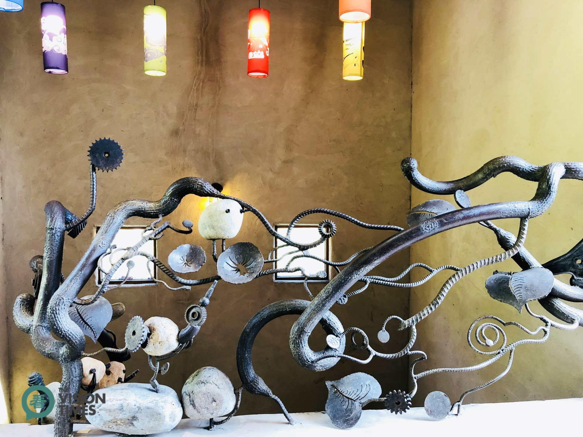 There are over 100 different iron sculptures used to decorate its fencing and railing. (Image: Julia Fu / Vision Times)