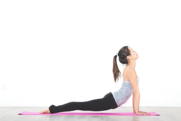 When one stretches, the body will naturally bring the arms and ribs upward and expand the chest, which strengthens the diaphragm and assists with deep breathing. (Image: pixabay / CC0 1.0)