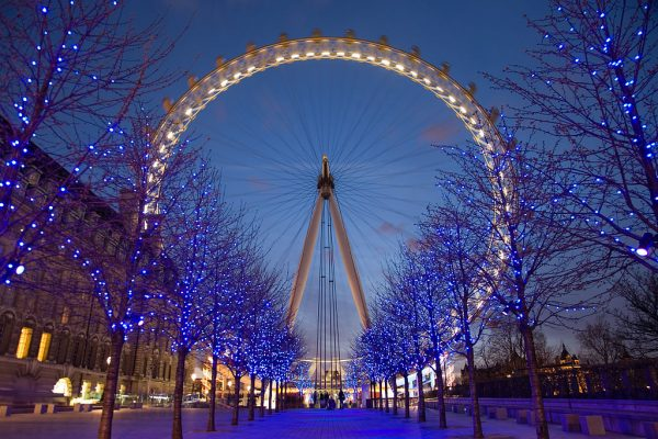 The London Eye, is a giant Ferris wheel on the South Bank of the River Thames in London. A ride around it takes about 30 min. (Image Credit: Diliff (Taken by user) [GFDL (http://www.gnu.org/copyleft/fdl.html), CC-BY-SA-3.0 (http://creativecommons.org/licenses/by-sa/3.0/) or CC BY 2.5 (https://creativecommons.org/licenses/by/2.5)], via Wikimedia Commons)