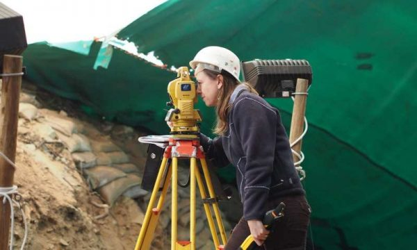 Naomi Cleghorn running the total station at the Pinnacle Point 5/6 site. (Credit: University of Texas at Arlington)