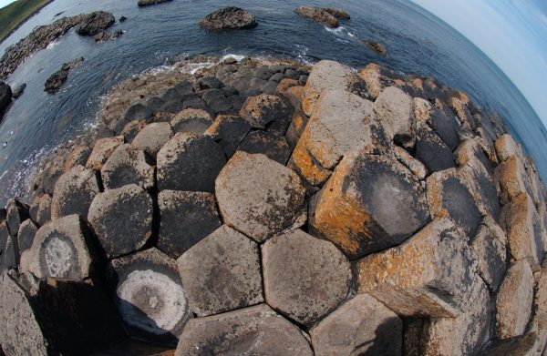 These new experiments demonstrated that the rocks fracture when they cool about 90 to 140˚C below the temperature at which magma crystallises into a rock, which is about 980˚C for basalts. (Credit: University of Liverpool)