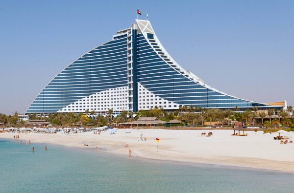 The Jumeirah Beach Hotel, Dubai. Soon the Beach area will have the worlds larges Ferris wheel. (Image Credit: pixabay / AD Taesdale/ Flickr / CC0 2.0)