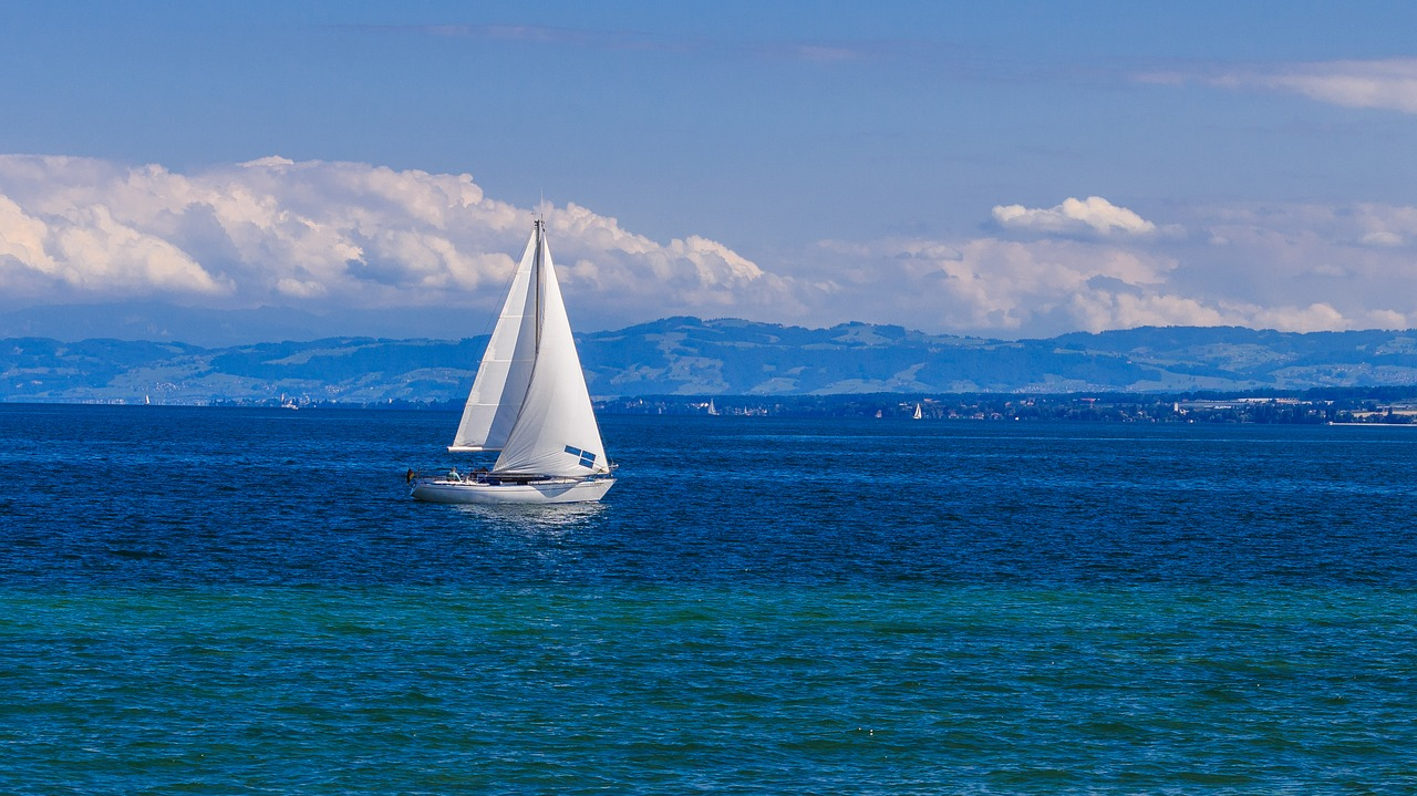 I was not good at sailing and my inexperience caused my daughter to fall overboard in the lake. This young man was sailing nearby and dove it to rescue her. (Image: pixabay / CC0 1.0)