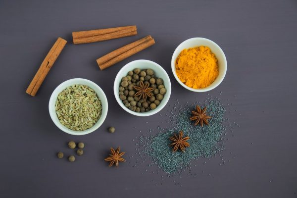 Turmeric, a core ingredient of the curry and also the spice that gives it the unique yellow color, is full of antioxidants that help prevent cancer. (Image: pexels / CC0 1.0)