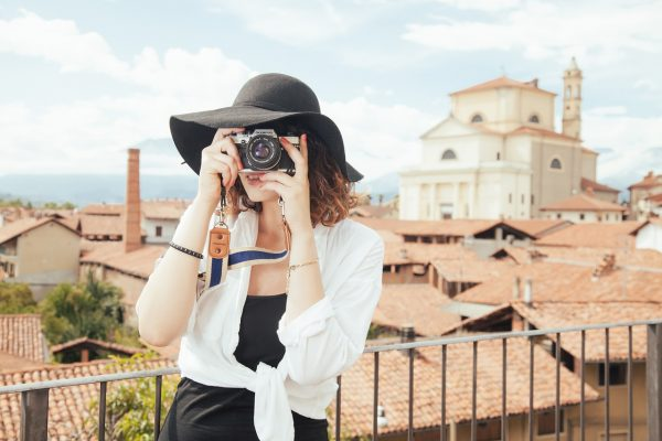 With the age of selfies and the latest phones with ever improving cameras of rising megapixels, many tourists are walking around with the ability to click the best pictures for themselves and on their own. (Image: pixabay / CC0 1.0)