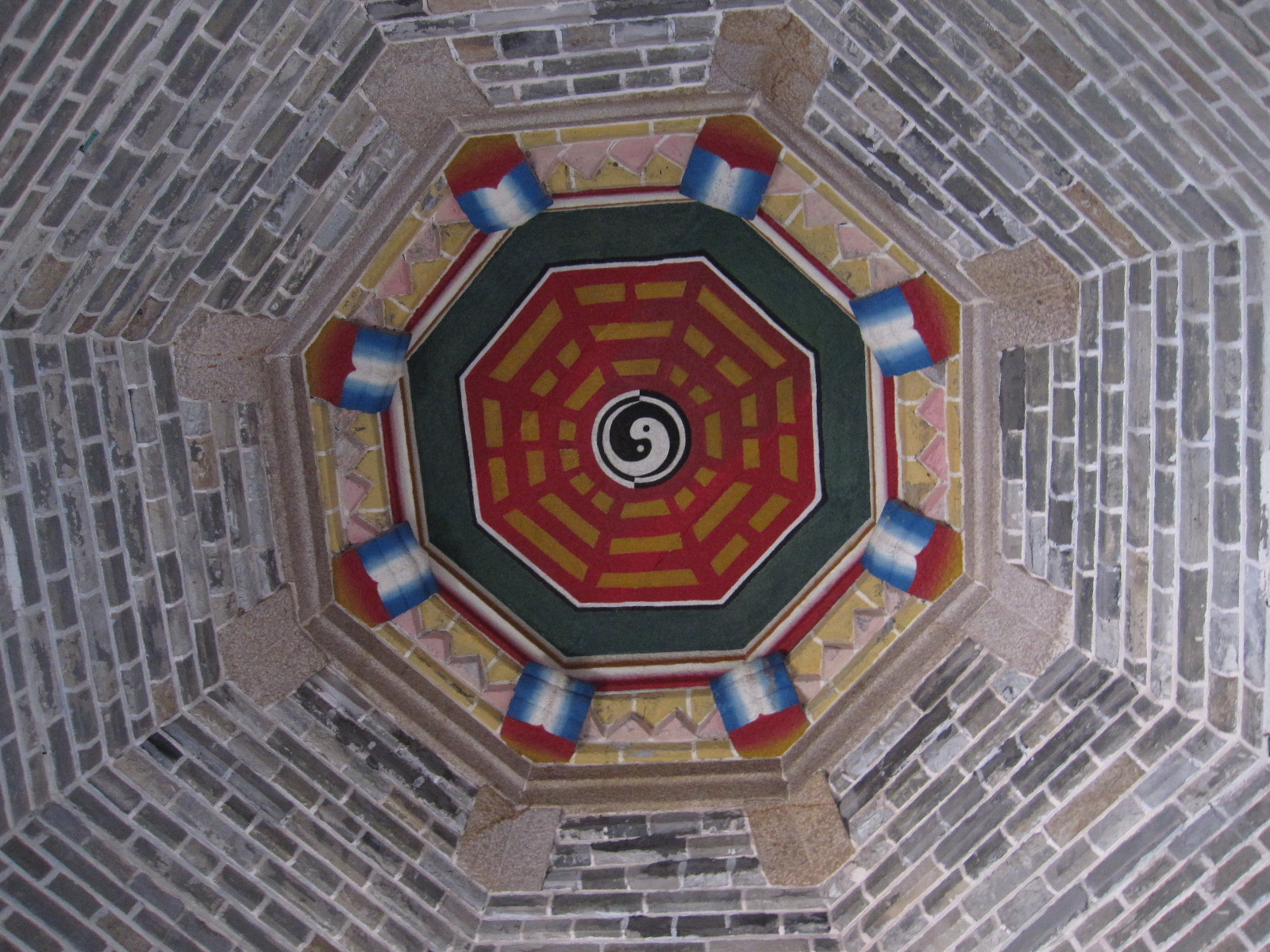In Taiwan, the map was drawn on the cross beam of the roof in the main hall of temples and houses. (Image: kunwi via flickr CC BY-SA 3.0)