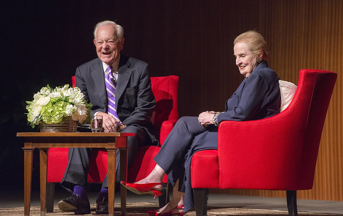CBS journalist Bob Schieffer and Madeleine Albright at the LBJ Presidential Library in 2017. (Image: wikimedia / CC0 1.0)
