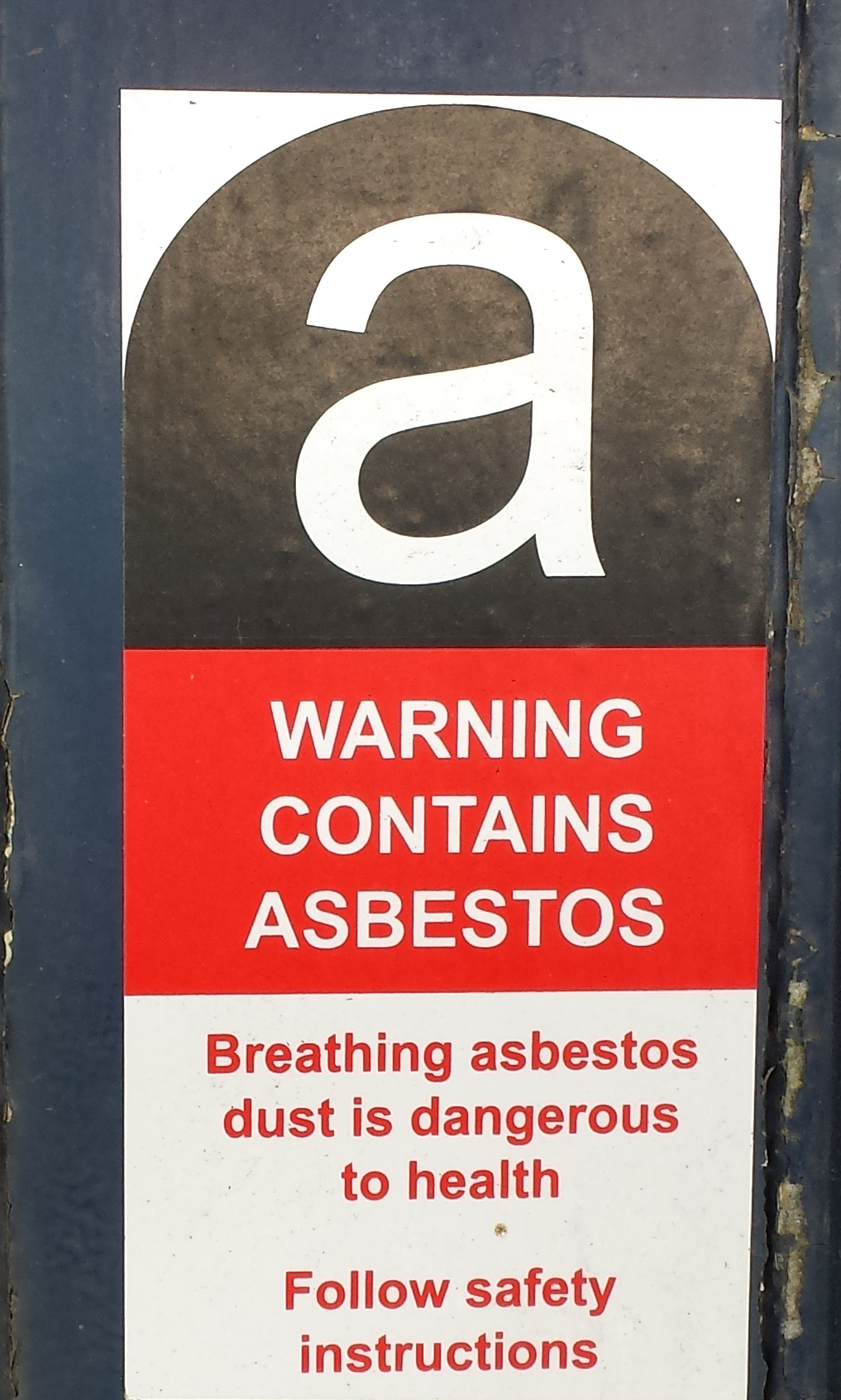 People who are constantly exposed to asbestos also have a higher chance of being affected with lung cancer. (Image: MetalFusion81 via flickr CC BY-SA 3.0)