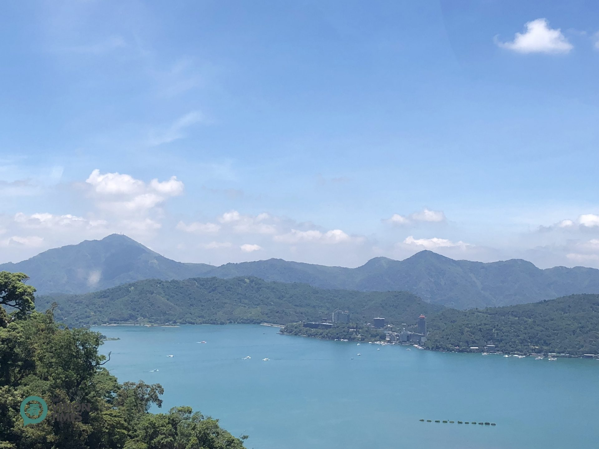 A panoramic view of Sun Moon Lake from a cable car. (Image: Billy Shyu / Vision Times)