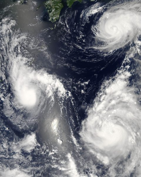 Three different tropical cyclones spinning over the western Pacific Ocean on August 7, 2006 (Maria, Bopha, Saomai.). The cyclone on the lower right has intensified into a typhoon. (Image: wikimedia / CC0 1.0)