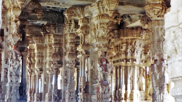 When they found out that the pillars had nothing inside them, they just threw the pillars inside the temple complex. These two pillars can be seen inside the complex even today. (Image: Balraj D via flickr CC BY-SA 4.0)