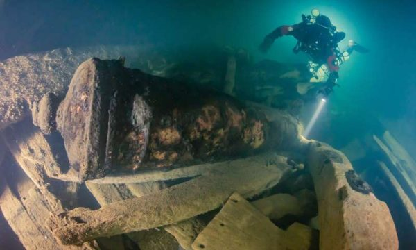 The wreckage is so deep that divers can only stay down at this depth for 40 minutes at a time. (Photo: Kirill Egorov / Ocean Discovery / Mars Project)