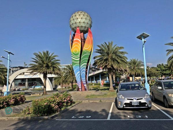 One of the landmark structures at Qingshui Service Area. (Image: Billy Shyu / Vision Times)