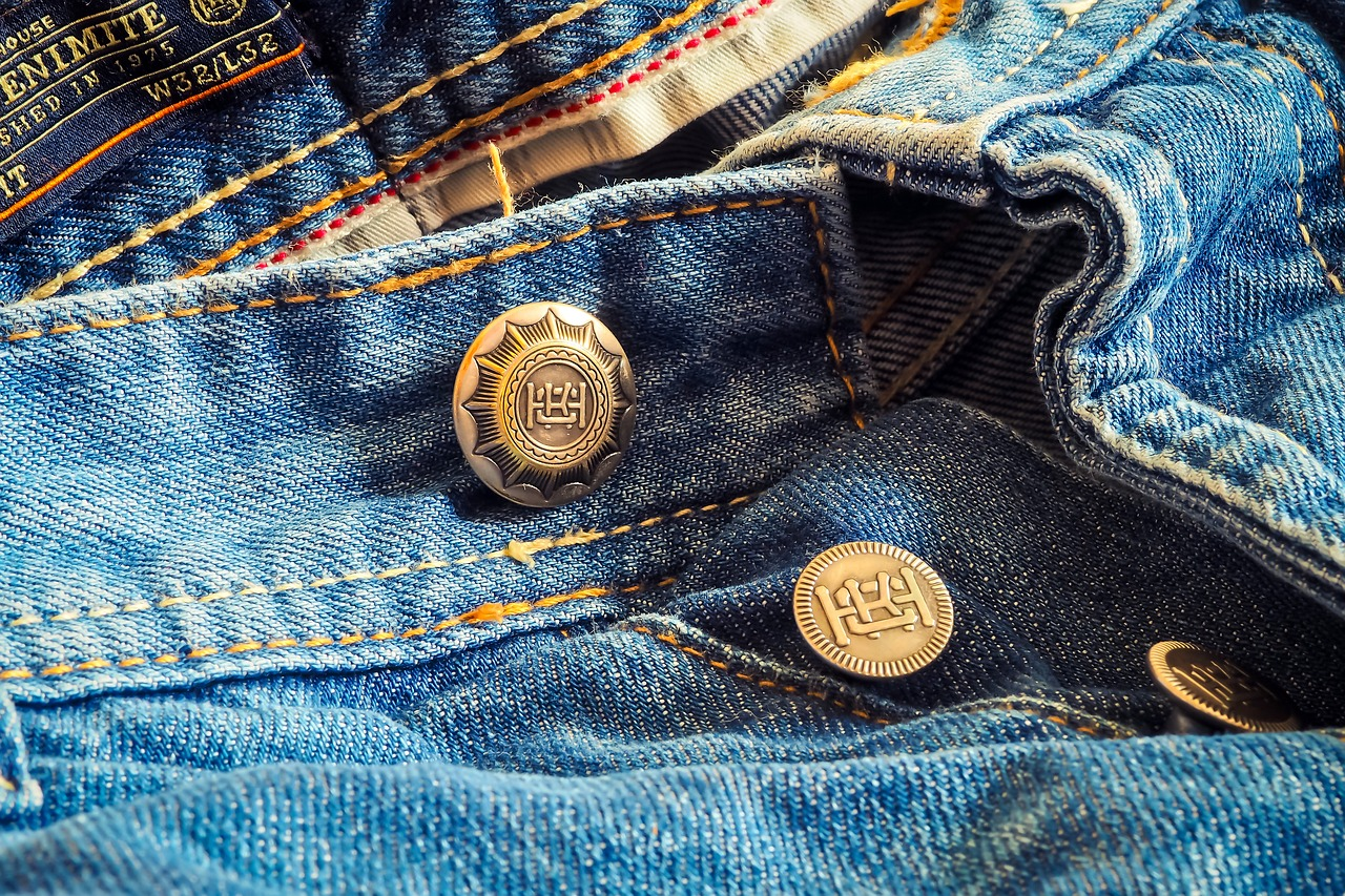Few people who trail the high streets and fashion outlets in search for that perfect pair of jeans are aware of the secrets behind the production of denim. (Image: pixabay / CC0 1.0)