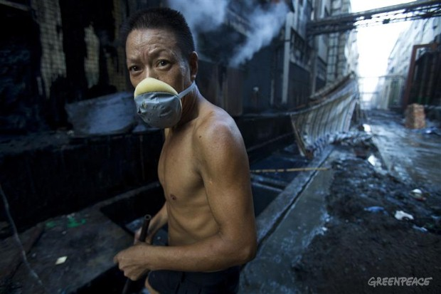 Every morning, workers at a denim washing factory in Xintang, Zengcheng must search through wastewater to scoop out stones that are washed with the fabric in industrial washing machines to make stonewash denim. In Xintang, where the economy is centered around textile production, Greenpeace has found high levels of industrial pollution and has documented the effects on the community. (Image: Greenpeace)