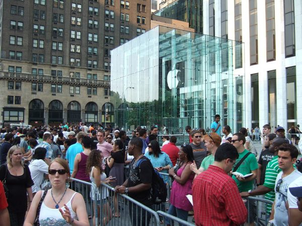 The iPhone has excellent resale value thanks to high demand from customers. (Image: Rob DiCaterino via wikimedia CC BY 2.0 )