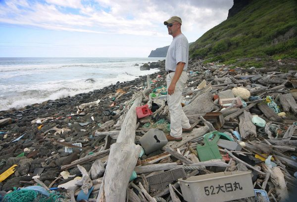 As per estimates, 19 billion pounds of plastic are dumped into the ocean every year. This is expected to double by 2025. (Image: Polihale via wikimedia CC BY-SA 3.0)
