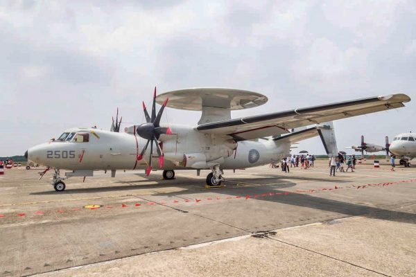 An E-2K Hawkeye early-warning and control aircraft (E-2K空中預警機) is displayed at the air show on August 11, 2018. (Image: Courtesy of Wang Chia Yi)
