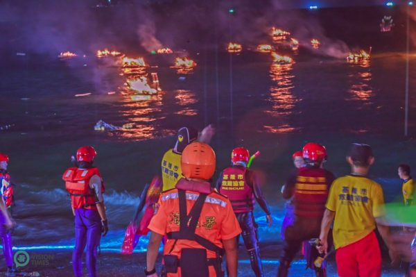 The water lanterns prepared by all the clan associations are burn at the seashore after the grand parade. (Image: Johnny Lin / Vision Times)