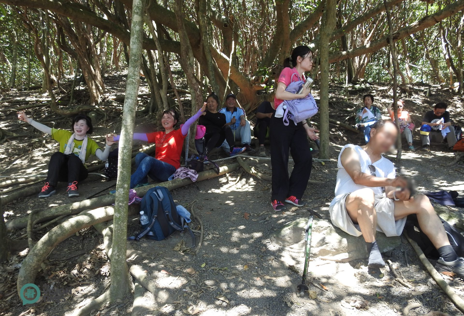 Guanyinbi (觀音鼻) is in the middle of the ancient trail, where hikers can take a rest while overlooking the beautiful Pacific Ocean. (Image: Billy Shyu / Vision Times)
