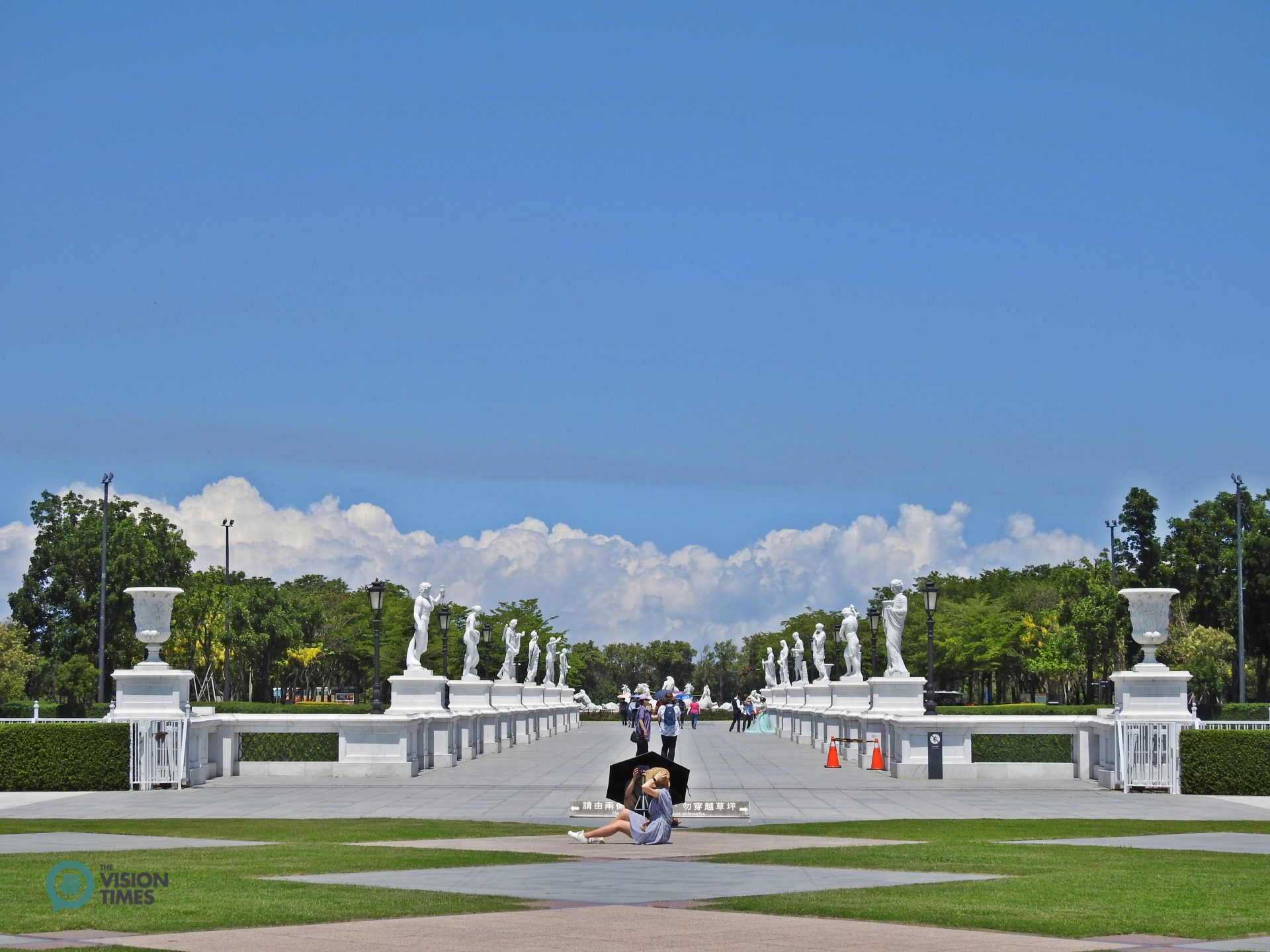 The Olympus Bridge is situated between the museum and the Fountain of Apollo. (Image: Billy Shyu / Vision Times)