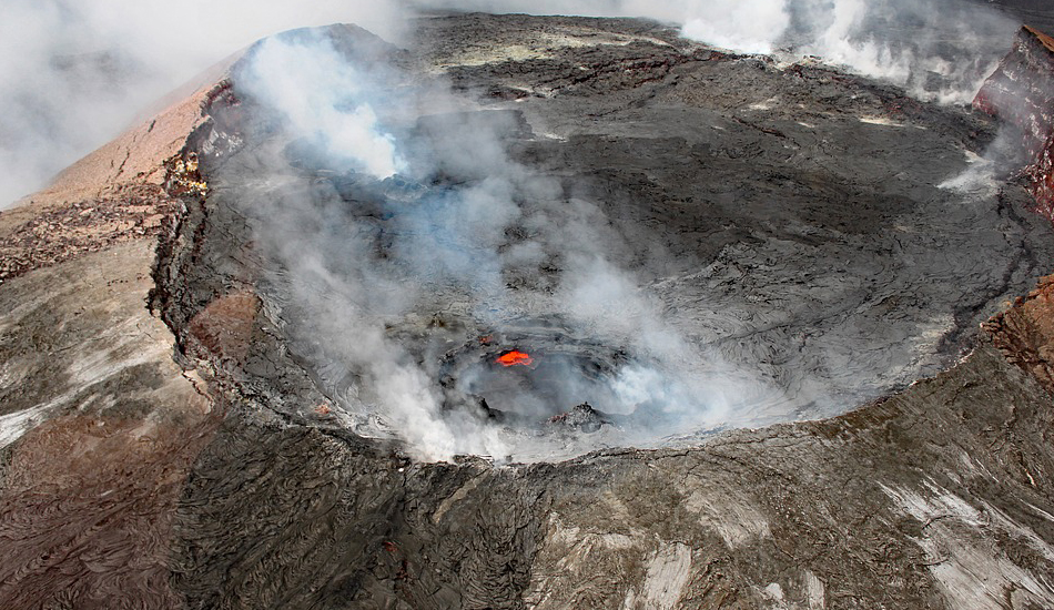 While the volcano has entered a period of lull activity, experts warn that the residents should not take it as a sign that the danger has been averted. (Image via pixabay / CC0 1.0)