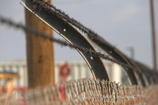 barbed-751770_1280
