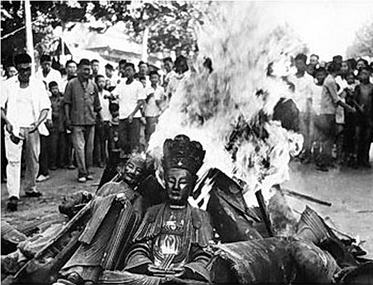 China Cultural Revolution, burning of Buddha Statues. (Image Credit: Faire Use/ Chinese media)