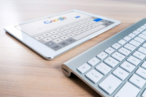 Google and Facebook account for nearly 60 percent of the US digital advertising market with Google's AI currently considered the best. (Image via pixabay / CC0 1.0)