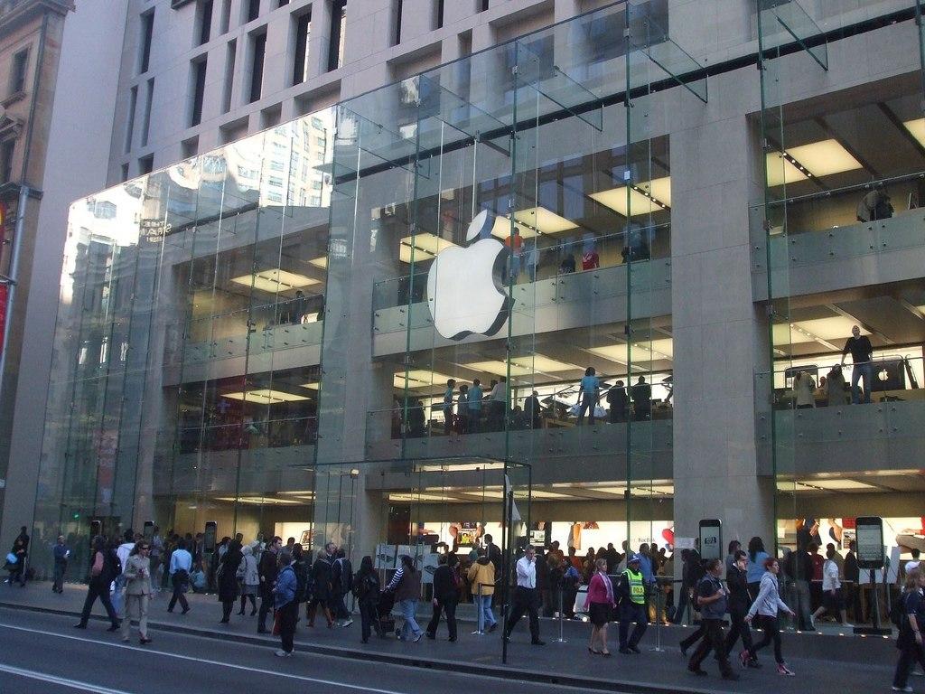 1024px-Apple_Store,_Sydney