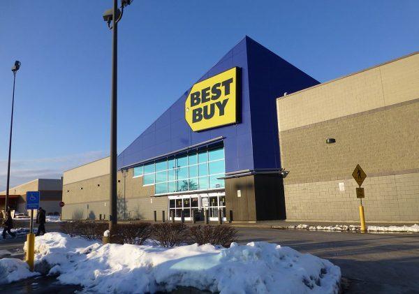 1024px-Best_Buy_in_Pittsburgh,_Pennsylvania_(9024596538)
