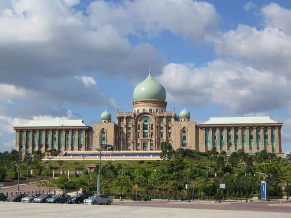 1024px-Perdana_Putra_building_2005