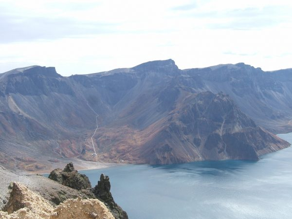 A view of Heaven Lake on Mount Paektu or Changbai. The white line shows the border between North Korea and China. (Image: Satbir Singh via Flickr CC BY 2.0)
