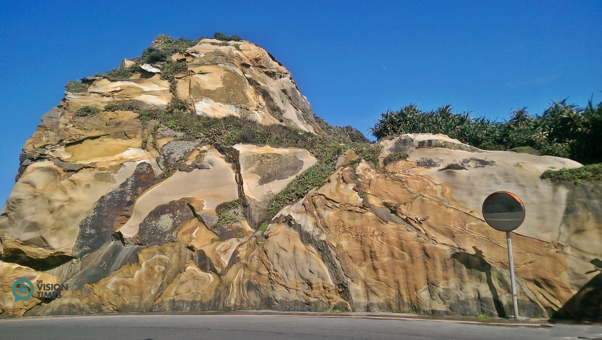 The Wanli District is full of amazing rock formations. (Image: Billy Shyu / Vision Times)