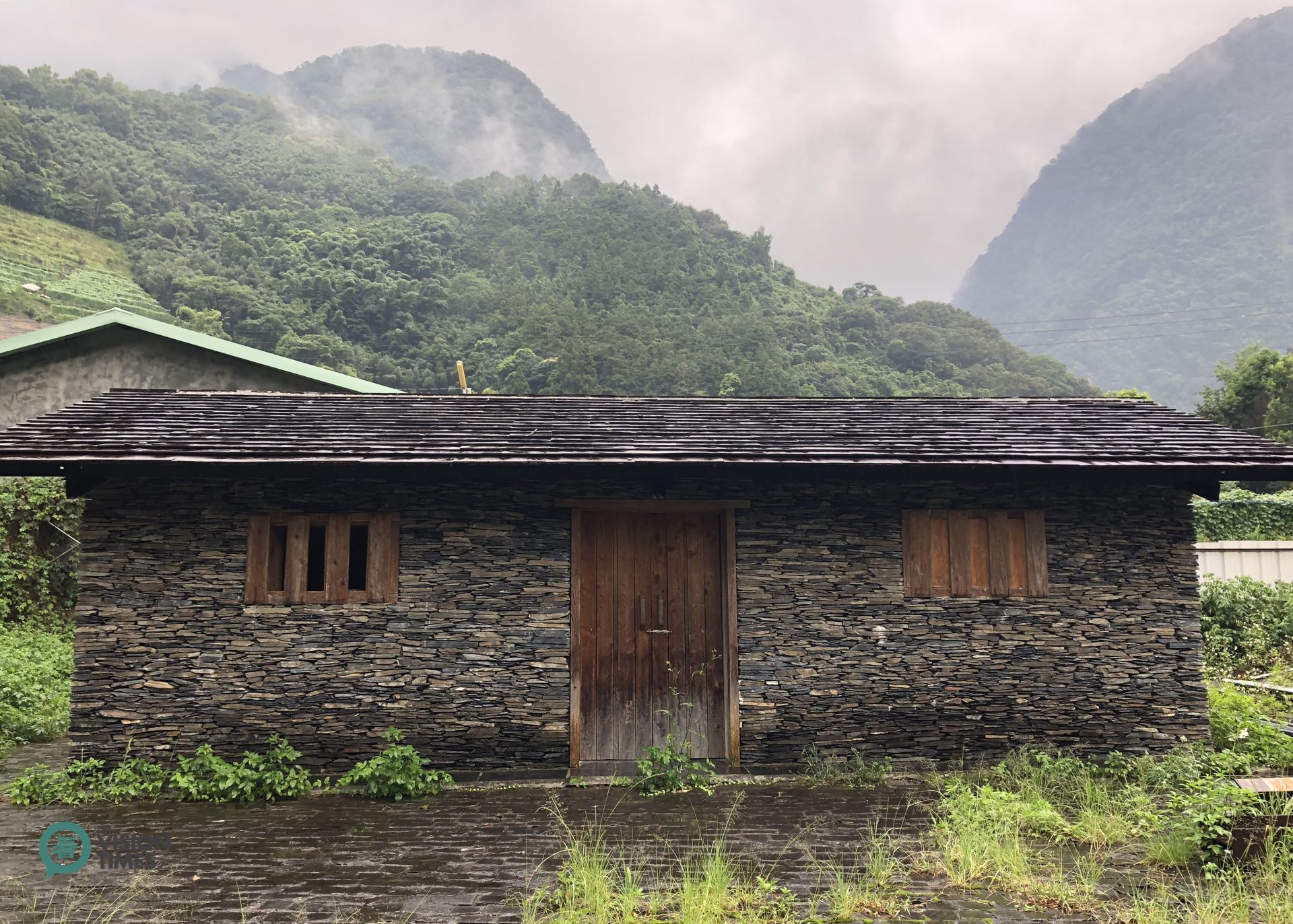 A Bunun tribe's stone slab house in Dongpu Hot Spring Area. (Image: Billy Shyu / Vision Times)