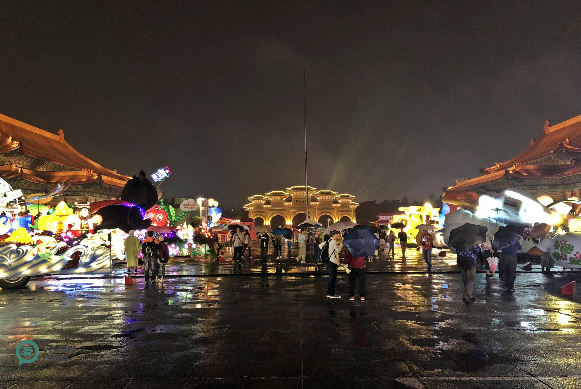 24 colorful floats are displayed at plaza of the Chiang Kai-shek Memorial. (Image: Billy Shyu / Vision Times)