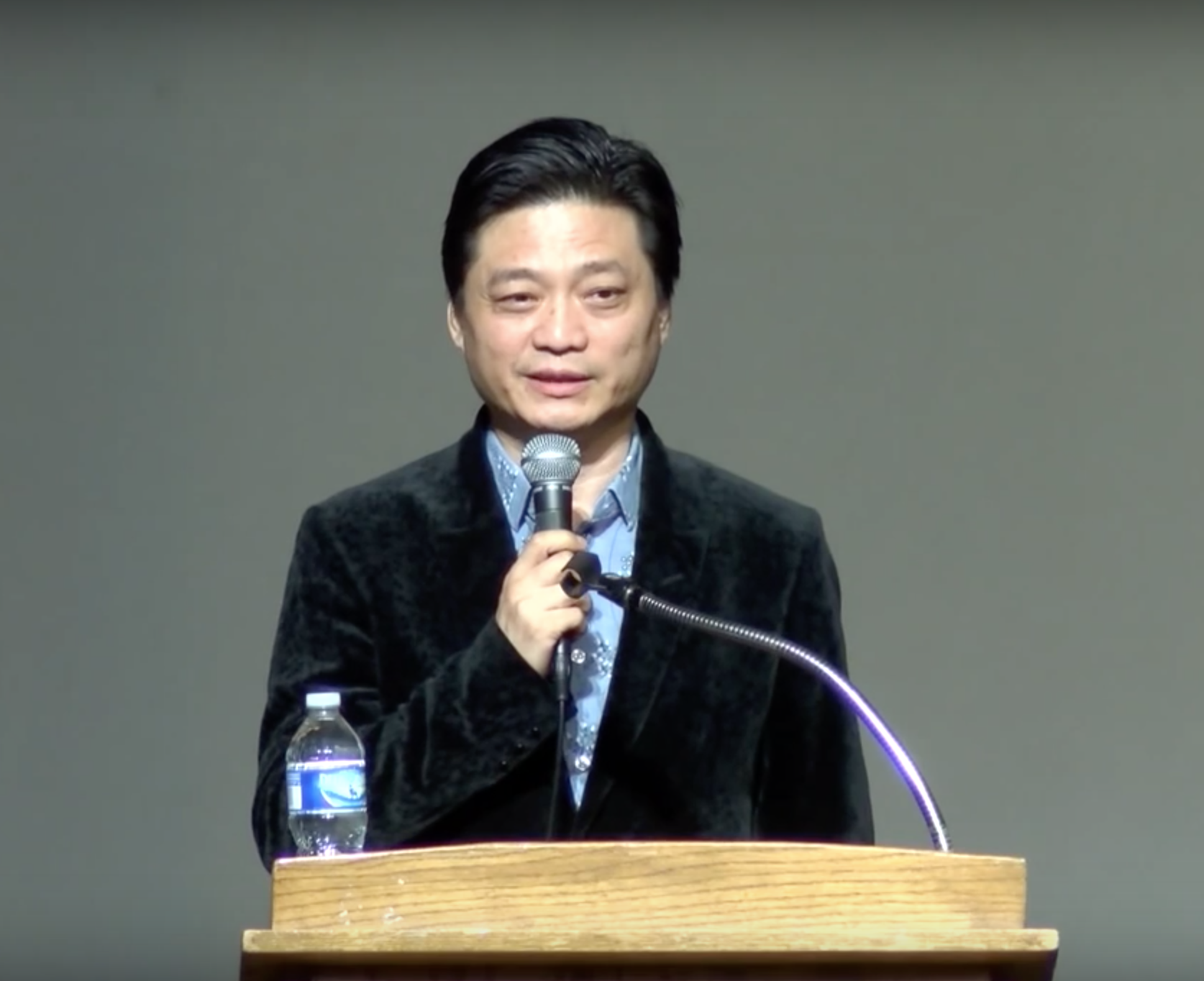 In May, a very famous Beijing TV host, Cui Yongyuan, exposed the dual-contract saga, an open secret that everyone knew existed. (Image: YouTube/Screenshot)