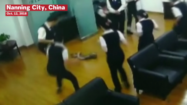 Snake Falls From The Ceiling In Chinese Bank 0-2 screenshot