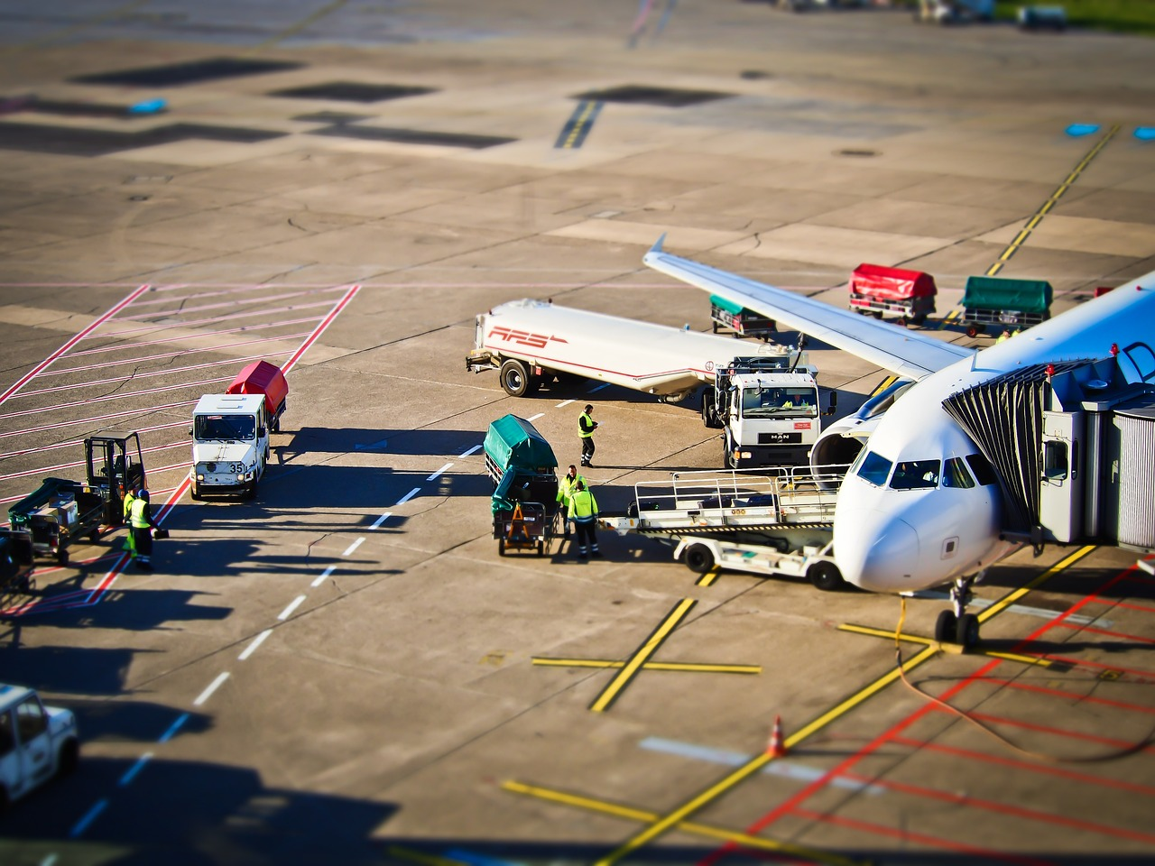 airport-1152251_1280